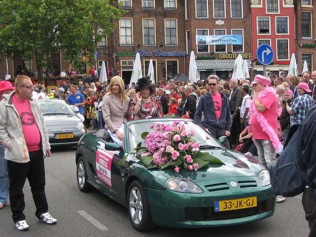 Een moderne Roze Zaterdag (Groningen, 2011) Bron: Flickr - CC - Edwin de Boer