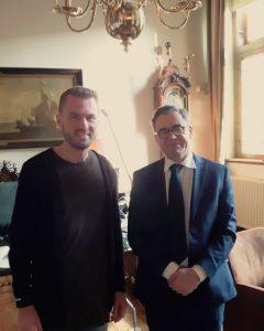 Projectleider Robert Vermeulen op bezoek bij Burgemeester Drs. J. Wienen.